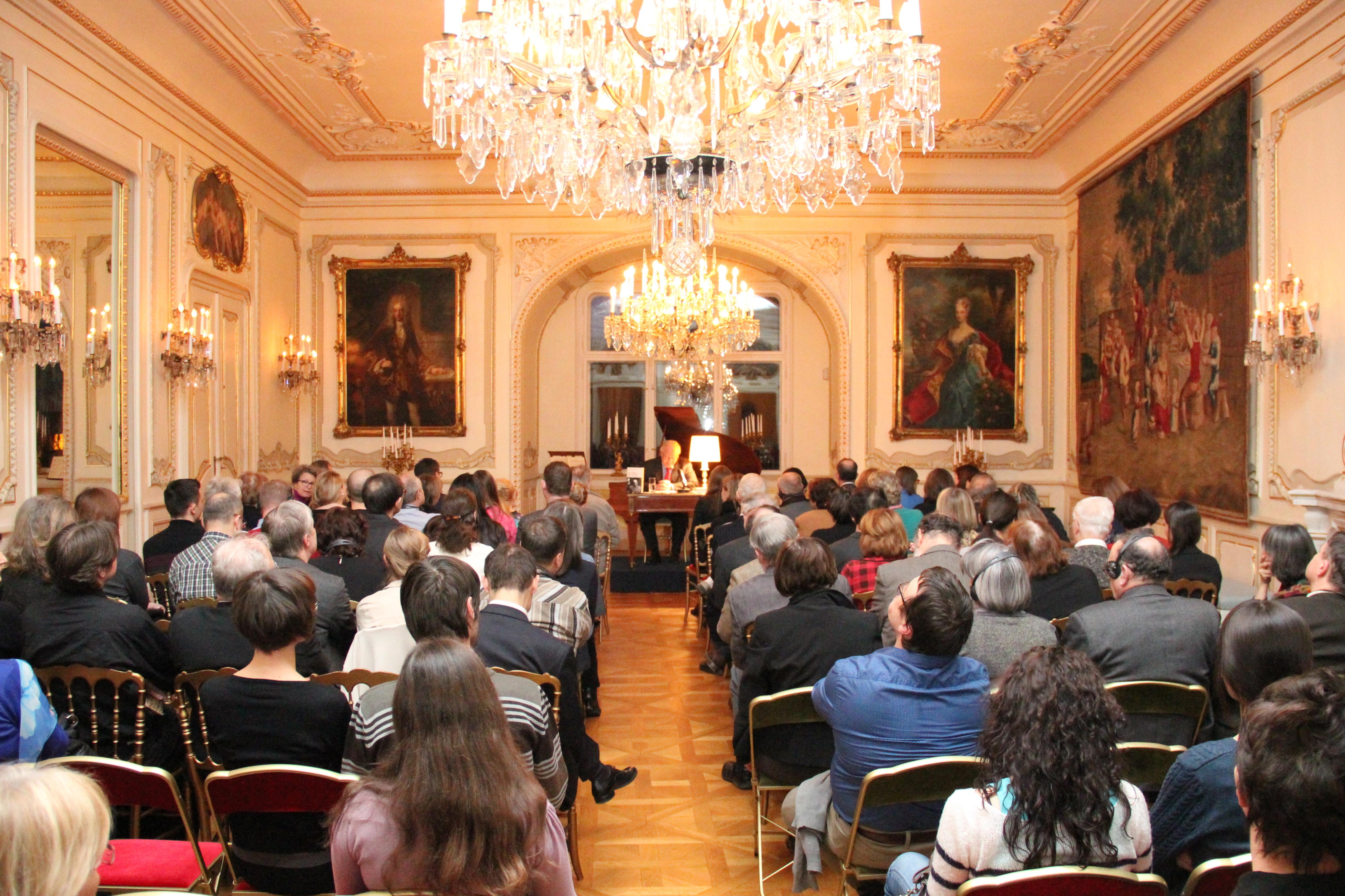 Antoine mar s a pr sent l 39 ambassade son dernier ouvrage for Chambre de commerce franco tcheque
