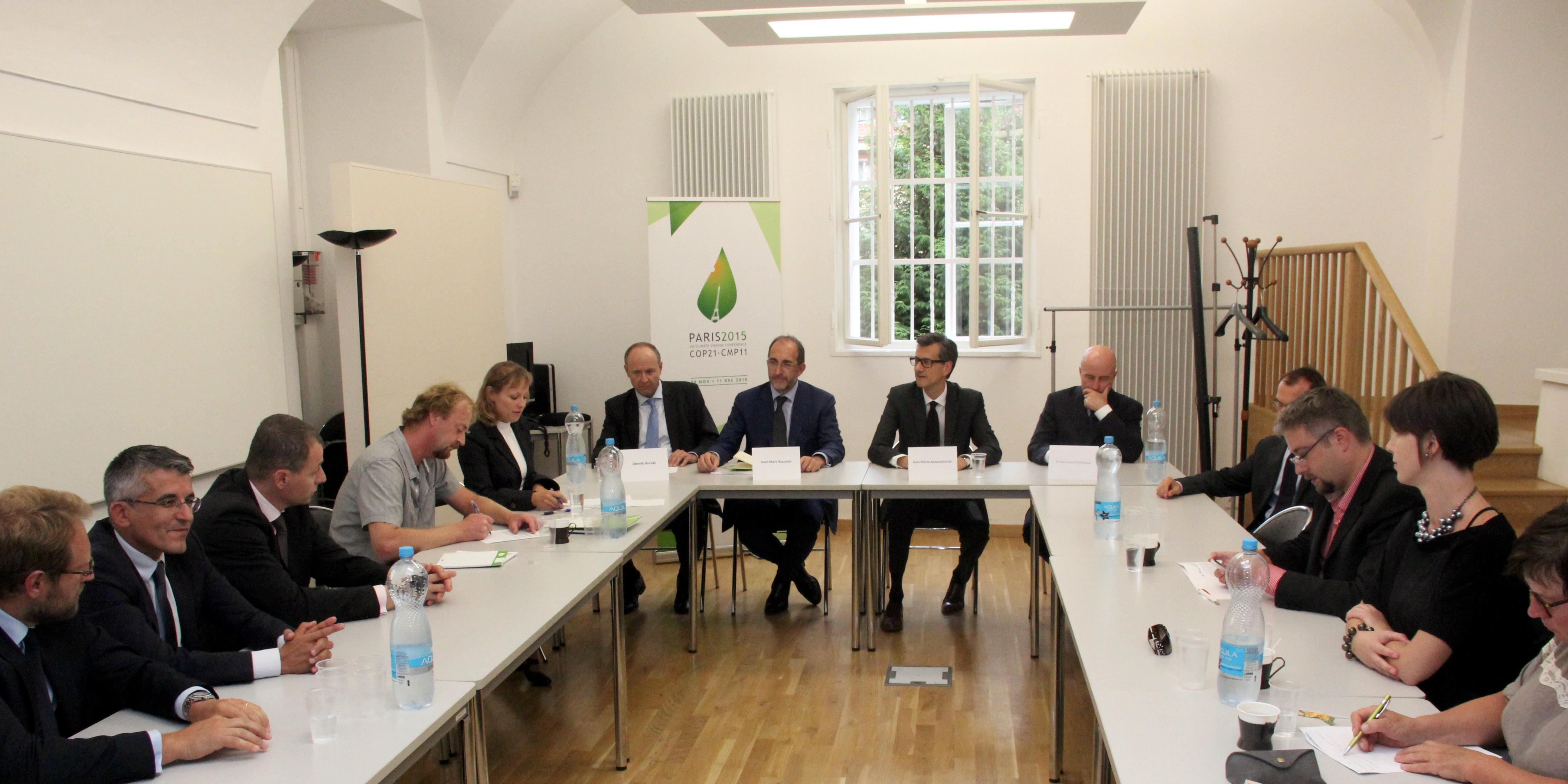 Suez environnement a pr sent l ambassade ses priorit s for Chambre de commerce franco tcheque