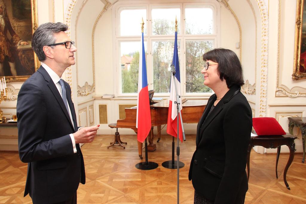 Remise des insignes de la l gion d honneur mme hana for Centre francais du commerce exterieur