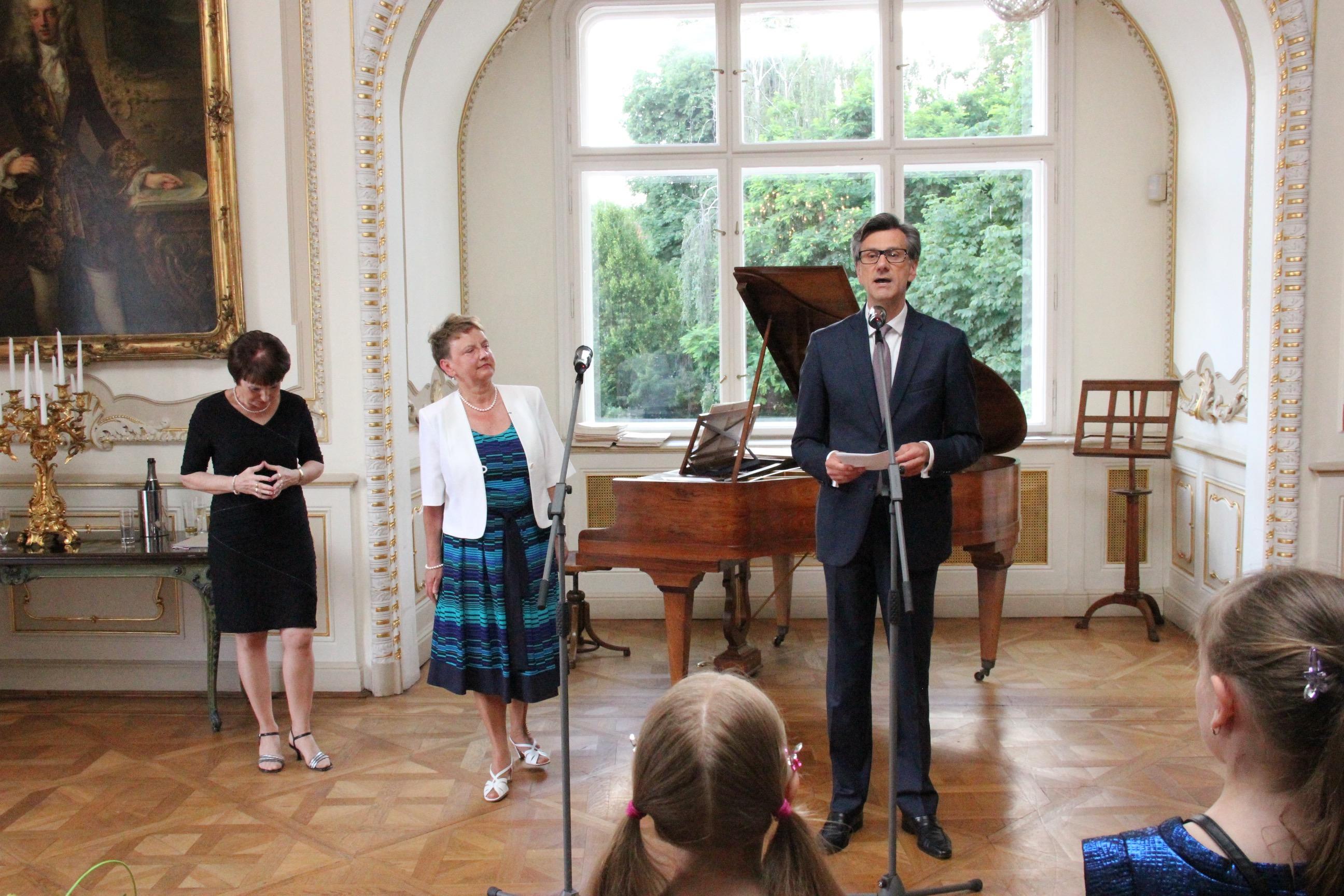 Remise des insignes d officier de l ordre des palmes for Chambre de commerce franco tcheque