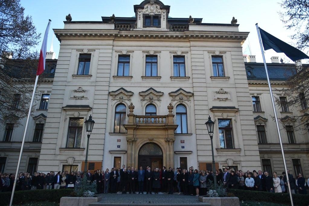 Merci pour votre solidarit et votre soutien la france - Office de tourisme republique tcheque ...